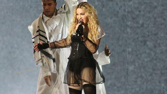 Madonna e una dintre cele mai sexy artiste, dar stii cum arata fiica ei? Lourdes are 19 ani si adora sa se imbrace provocator. Ultima ei isprava a facut inconjurul lumii