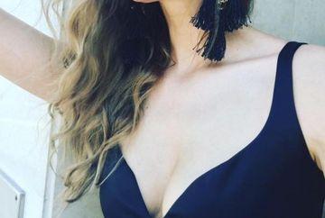 "Iulia Albu, in costum de baie! A purtat un slip negru, ""gaurit"" si bijuterii fabuloase"