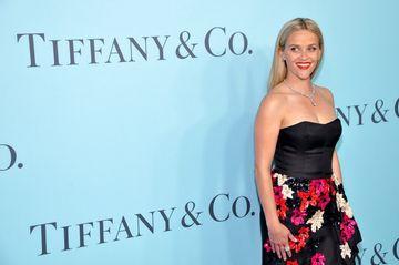 "A facut furori in ""Blonda de la drept"", insa putini stiu ca Reese Witherspoon are o fata adolescenta! Toti cei care le vad spun ca sunt gemene. Uite cum arata tanara"