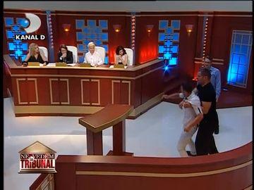 """""""Ne vedem la tribunal"""": In loc sa se apropie dupa moartea parintilor, doi frati au ajuns sa fie la cutite din cauza mostenirii! Uite cum s-au luat la bataie in sala de tribunal, in fata judecatorilor"""