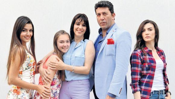 """In aceasta seara incepe """"Gunes"""", la Kanal D, o poveste extraordinara de dragoste! Noul serial turcesc va fi difuzat in fiecare luni si marti, de la 20.00"""
