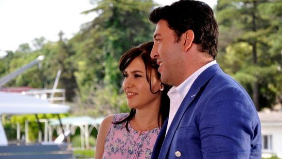 """Gunes se adapteaza cu greu noii sale vieti in Istanbul! Nu rata in aceasta seara un nou episod din serialul turcesc """"Gunes"""", ce va fi difuzat in fiecare luni si marti, de la 20.00, la Kanal D!"""