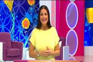Gabriela Cristea a imitat-o pe Iulia Albu! Prezentatoarea TV a oferit lectii de stil in platoul emisiuni. Iata la ce gesturi a recurs aceasta spre incantarea publicului