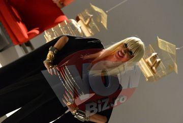 """Juratele de la """"Bravo, ai stil!"""" se bat in accesorii! Iulia Albu a venit la sedinta foto cu 3 valize de haine si bijuterii, iar Raluca Badulescu a stralucit la propriu! Iata ce podoabe unicat au etalat in show-ul tv de la Kanal D!"""