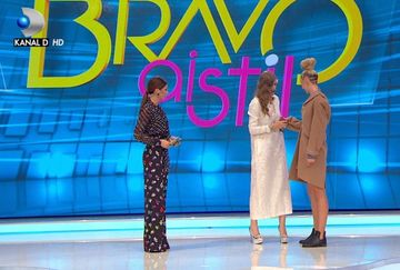 "Dintr-o tinuta stearsa, Iulia Albu face o capodopera! Uite cum ii ""aranjeaza"" azi, tinuta unei concurente de la ""Bravo, ai stil"" incat aceasta se schimba total"