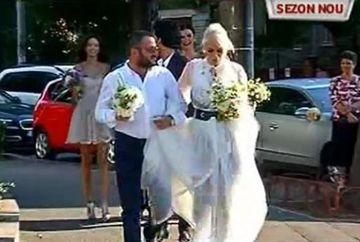 """Imagini de la nunta Ralucai Badulescu! Vedeta tv a avut biserica GOALA! De ce nu a chemat pe nimeni la ceremonia religioasa: """"Acum 7 ani am semnat actele, acum 2 ani am facut logodna si acum m-am casatorit!"""""""