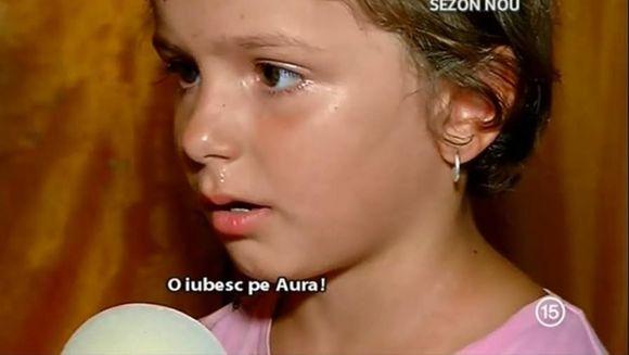 """Ti se rupe sufletul! Ionela, fetita de 6 ani disputata de 2 femei, plange dupa Aura: """"O iubesc, dar nu ma lasa mami. Parca ma uit la ea, parca o vad. Cand dorm, parca visez..."""""""