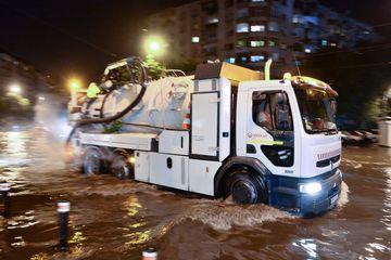 Ploile torenţiale nu mai inundă Bucureştiul