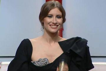 "Iulia Albu ""a taiat"" in carne vie! Adela Popescu e cam ""plinuta"", iar Iuliana Tudor a primit trofeul BAU! Marea surpriza a serii a fost Lavinia Pirva!"