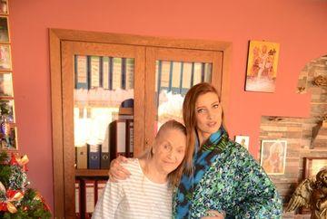 """Intalnire emotionanta la azil, intre Mama Zina si Iulia Albu, inainte de Craciun! Vezi ce cadou i-a facut jurata """"Bravo, ai stil!"""" si cum a reactionat creatoarea de moda! Imaginile sunt senzationale! VIDEO EXCLUSIV!"""