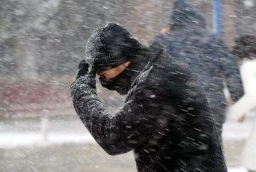 Meteorologii avertizeaza: iarna se instaleaza serios! Cod galben de ninsori si viscol in Romania, incepe de astazi! Iata ce judete sunt afectate