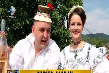 S-a veselit tot satul cand s-a insurat Ceterasul! Cantaretul de muzica populara si sotia sa au avut cea mai fastuoasa nunta! Iata imagini inedite de la evenimentul anului
