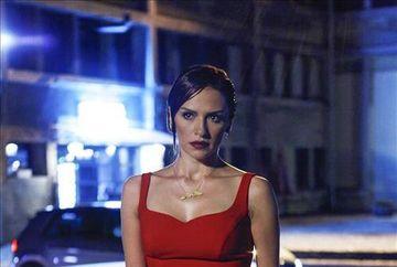 """Noul sezon al serialului """"Furtuna pe Bosfor"""" o aduce in prim plan pe una dintre cele mai frumoase actrite din Turcia, Sinem Ozturk (Selma)! Iata cat de sexy este aceasta"""