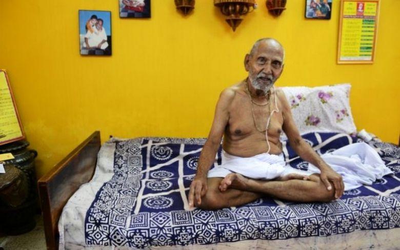 Reteta nemuririi, descoperita de un calugar hindus de 120 de ani!