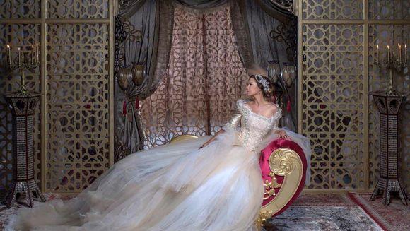 """Kilometri de material textil si sute de accesorii au fost folosite pentru """"Kosem"""", serialul fenomen care incepe luni la Kanal D"""