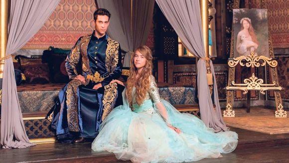 "Astazi, de la ora 20:00, premiera serialului fenomen ""Kosem"", la Kanal D! Sultanul Ahmed o intalneste pe fata de al carui portret s-a indragostit"