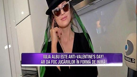 Iulia Albu se declara anti-Valentine`s day! Vedeta ar da foc jucariilor in forma de inima! Iata ce marturisiri halucinante a facut aceasta