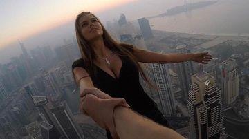 O rusoaica supersexy s-a filmat pe acoperisul unui zgarie-nori din Dubai. E TERIFIANT ce s-a intamplat la cateva secunde dupa acest cadru