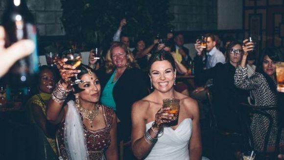 PREMIERA: Nunta in stil indian intre doua lesbiene