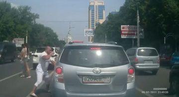 SOCANT! Cum a reactionat un cocalar in trafic, nervos ca un sofer nu i-a dat voie sa-l depaseasca VIDEO