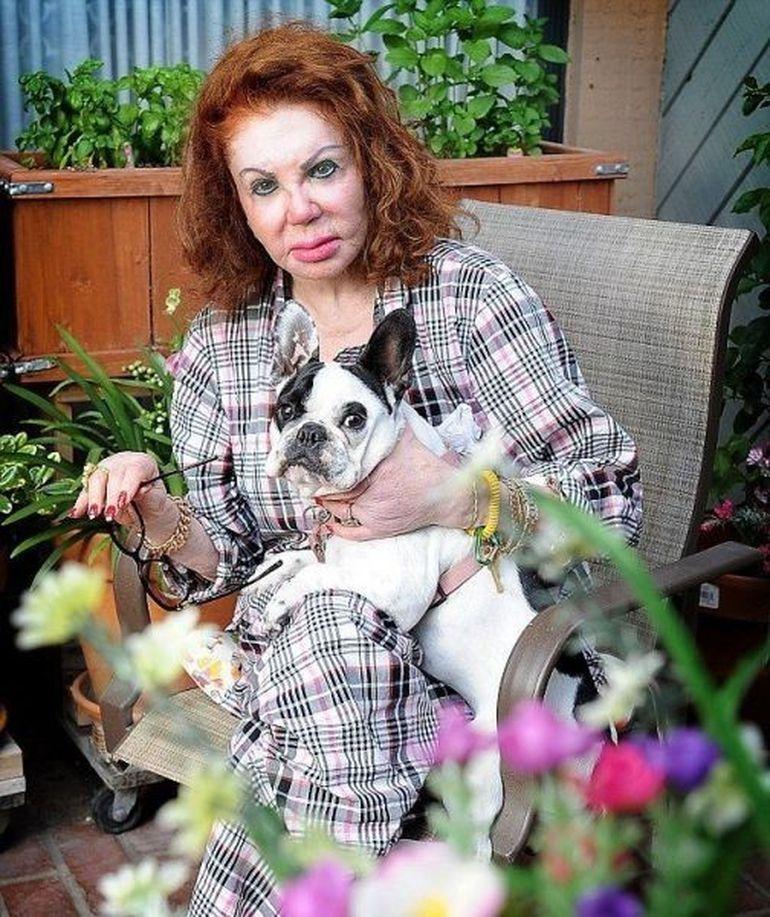 OBSESIA pentru operatiile estetice a DESFIGURAT-O. Mama unui celebru actor de la Hollywood victima a interventiilor nereusite GALERIE FOTO