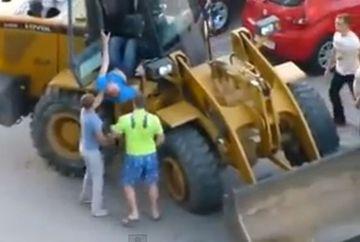 Un tractorist beat a facut RAVAGII intr-o parcare FOTO+VIDEO