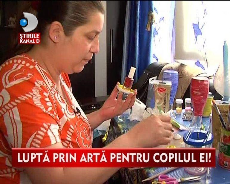 POVESTE EMOTIONANTA. Face obiecte de arta din deseuri, iar din banii stransi ii cumpara medicamente fiului ei GRAV BOLNAV