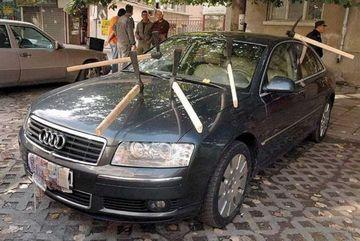 COSMARUL oricarui sofer. Asa arata o masina vandalizata GALERIE FOTO