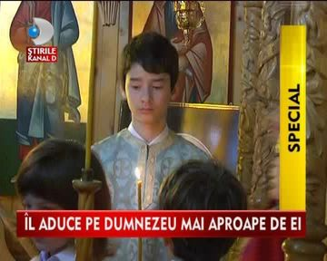 MAI APROAPE DE DUMNEZEU! O biserica din Bacau tine slujbe pentru suromuti VIDEO
