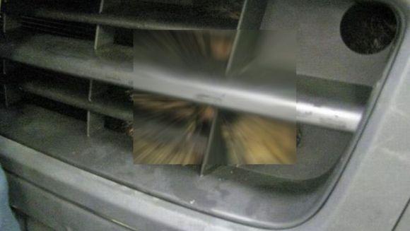 Si-a dus masina la spalatorie, dar toti au ramas MUTI DE UIMIRE cand au vazut ce se ascundea sub capota GALERIE FOTO
