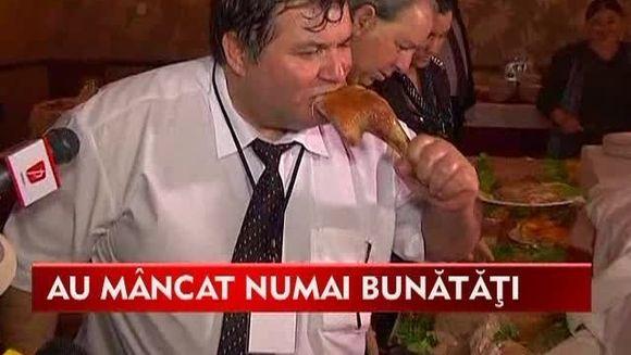 Romii au petrecut REGESTE la finalul congresului de la Sibiu! Si-au umplut burtile cu purcelusi la tava, curcani si muschiulet tiganesc VIDEO