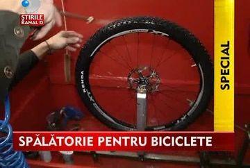Gata cu spalatul in cada! S-a deschis spalatoria pentru biciclete VIDEO