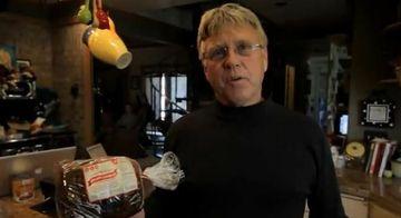INCREDIBIL! Nu o sa-ti vina sa crezi ce a descoperit un barbat in pachetul de paine feliata VIDEO