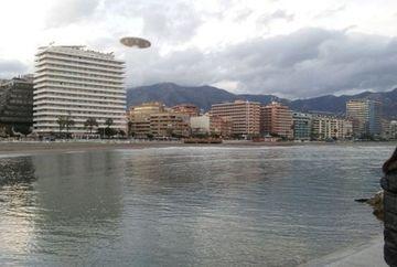 FOTOGRAFIA CARE A FACUT INCONJURUL LUMII! OZN surprins survoland deasupra unei plaje