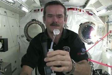 INCREDIBIL! Cum se spala pe maini astronautii in spatiu VIDEO