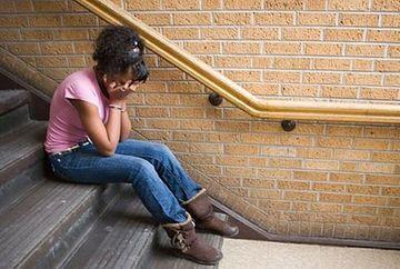 SOCANT! Reactia INCREDIBILA a conducerii unei scoli cand a aflat ca una dintre eleve a fost HARTUITA SEXUAL