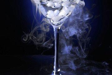 VREI SA TE LASI DE FUMAT? Incearca cocktailul cu tutun!