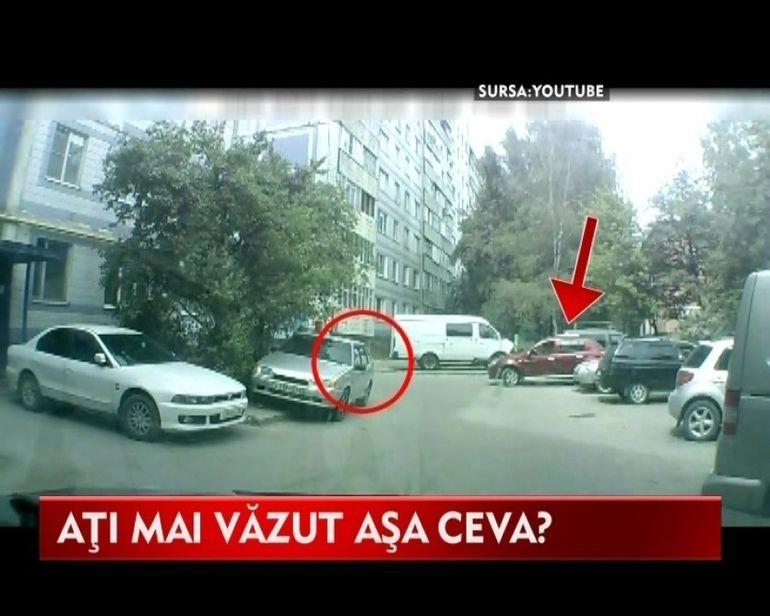 Femeile la volan! Doua prietene inceraca sa scoata o masina din parcare. Vezi ce a iesit! VIDEO