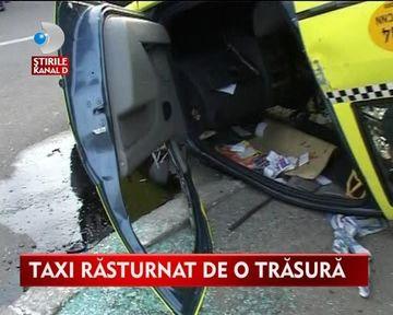 INCREDIBIL! O caruta a reusit sa rastoarne un taxi in trafic VIDEO