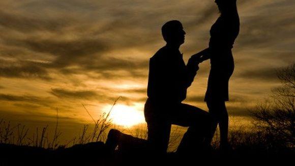 ULUITOR: Si-a inscenat moartea pentru a vedea daca il iubeste, dupa care a cerut-o in casatorie. Crezi ca a acceptat? VIDEO