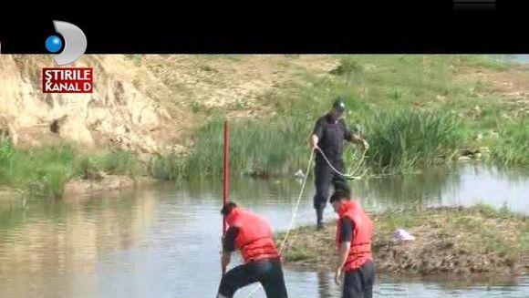 Jale in Vaslui. Doi adolescenti au fost inghititi de ape VIDEO