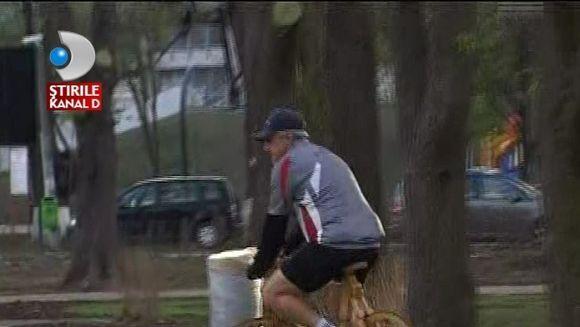 Ai merge la plimbare cu o bicicleta din lemn? VIDEO
