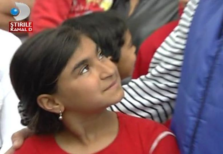 Are 12 ani si este invatatoare. Povestea IMPRESIONANTA a unei micute cu suflet mare! VIDEO