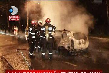 O masina a ars ca o torta in centrul Iasiului VIDEO