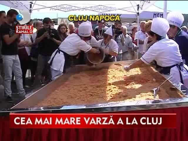 Mancare de Cartea Recordurilor la Cluj! Bucatarii au gatit 400 de kilograme de varza a la Cluj