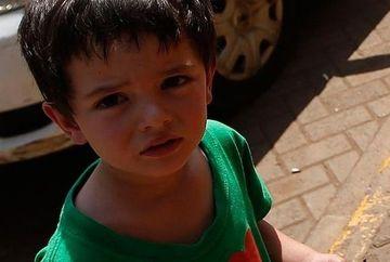 Reactia emotionanta a unui baietel de patru ani in fata teroristilor in timpul atentatului sangeros de la Nairobi