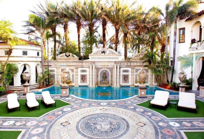 Pret fabulos pentru vila in care a fost asasinat Gianni Versace. Nu o sa-ti vina sa crezi cu cat a platit noul proprietar!