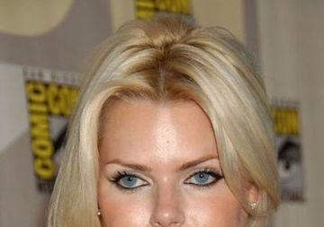 Fenomenul care TRANSFORMA femeile in MONSTRI! Blonda din imagine E DISTRUSA pe viata