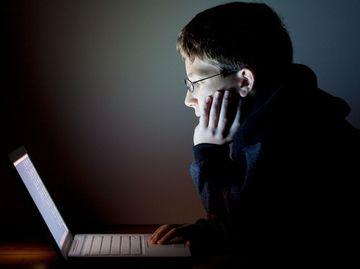 TERIFIANT! A murit in timp ce vorbea cu prietenii pe Skype din cauza unei supradoze cu droguri periculoase