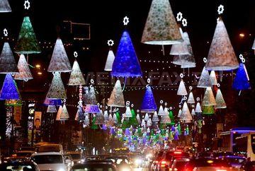 Aproape trei milioane de beculete pentru sarbatorile de iarna vor fi aprinse in Bucuresti. Care este traseul de 23 de kilometri al luminitelor